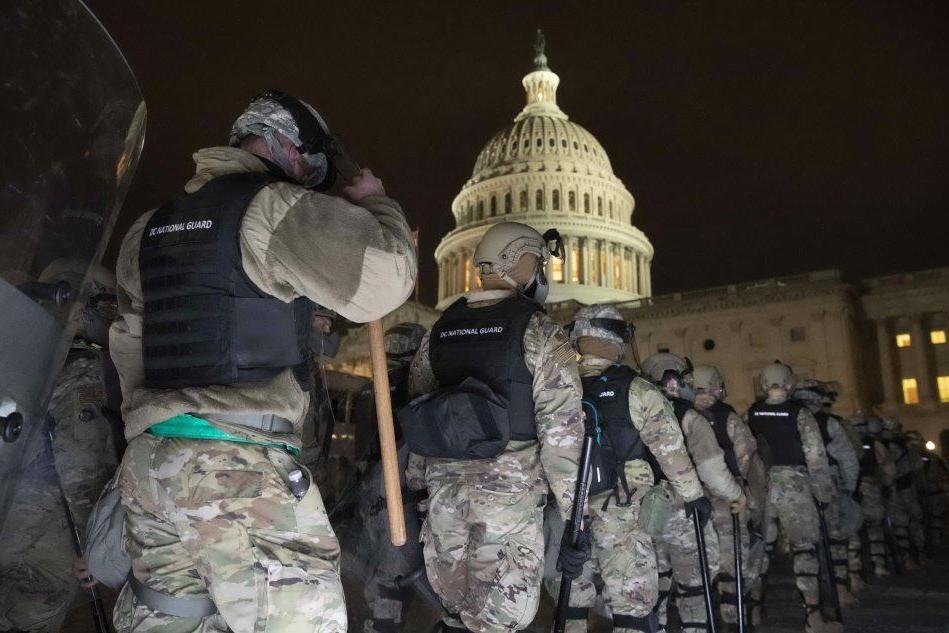 I sostenitori di Trump fanno irruzione al Congresso