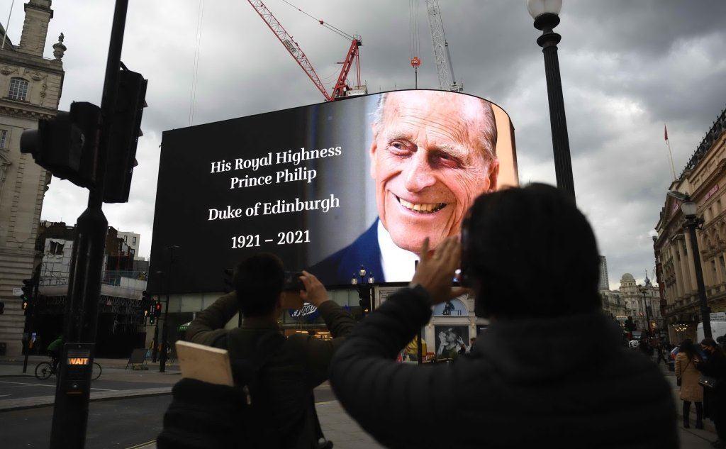 Il principe Filippo a Piccadilly Circus nel giorno della morte (foto Epa/US)