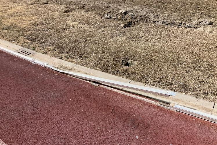 Porto Torres, cordoli schiacciati e divelti: gravi danni alla pista di atletica