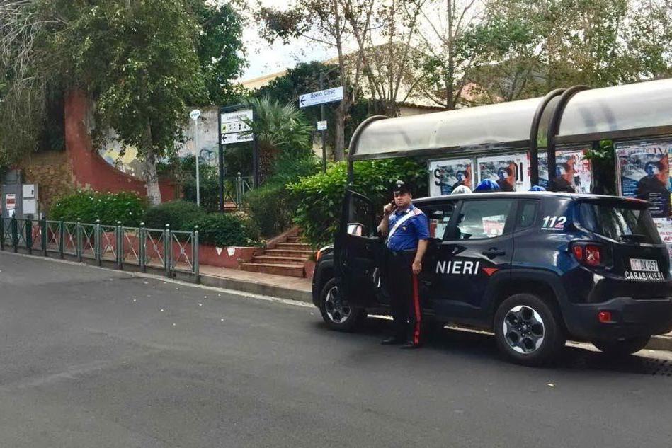 Un sasso spacca i vetri del bus a Capoterra: il responsabile è un minorenne