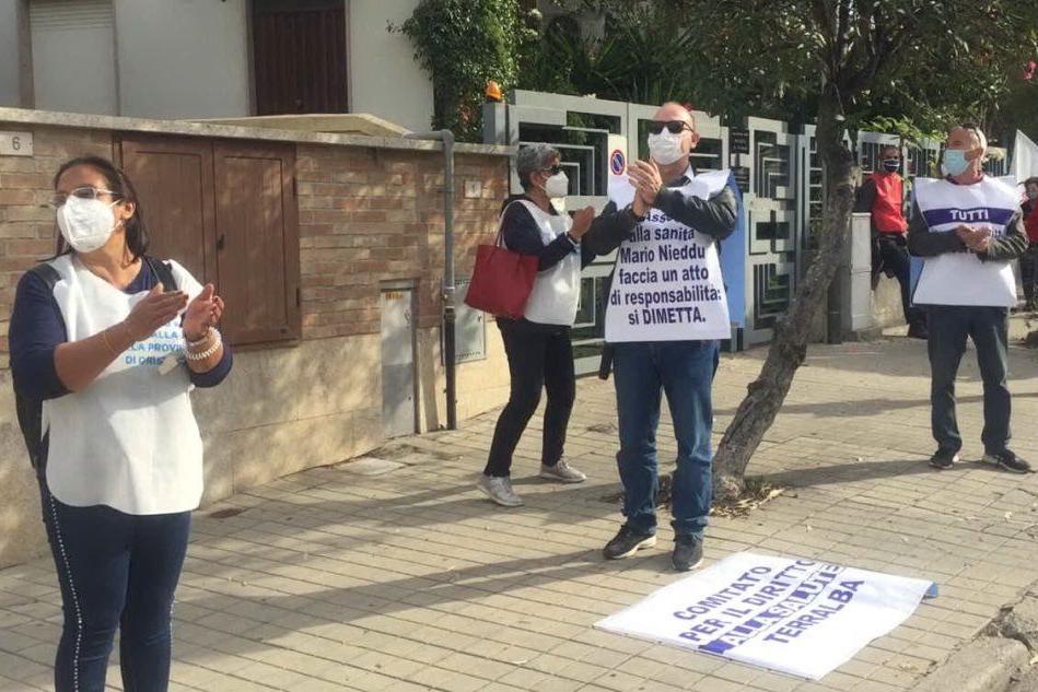 Oristano, sit-in dei cittadini per l'ospedale San Martino