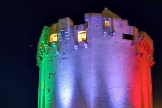 Porto Torres, endometriosi: luce gialla sulla torre Aragonese