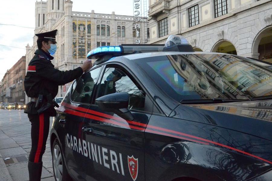 Il furto sotto gli occhi della videosorveglianza a Cagliari: ladro individuato