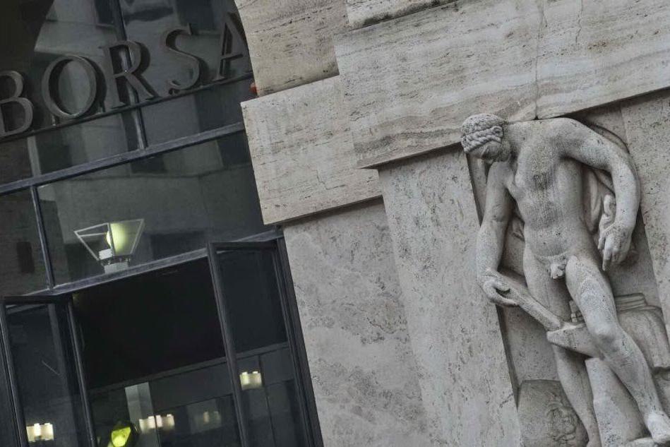 Borse europee poco mosse. Milano in positivo (+0,6%), scende lo spread