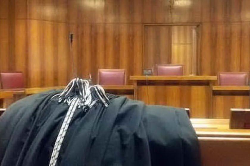 Maestra licenziata per le foto intime messe online dall'ex, chieste 2 condanne