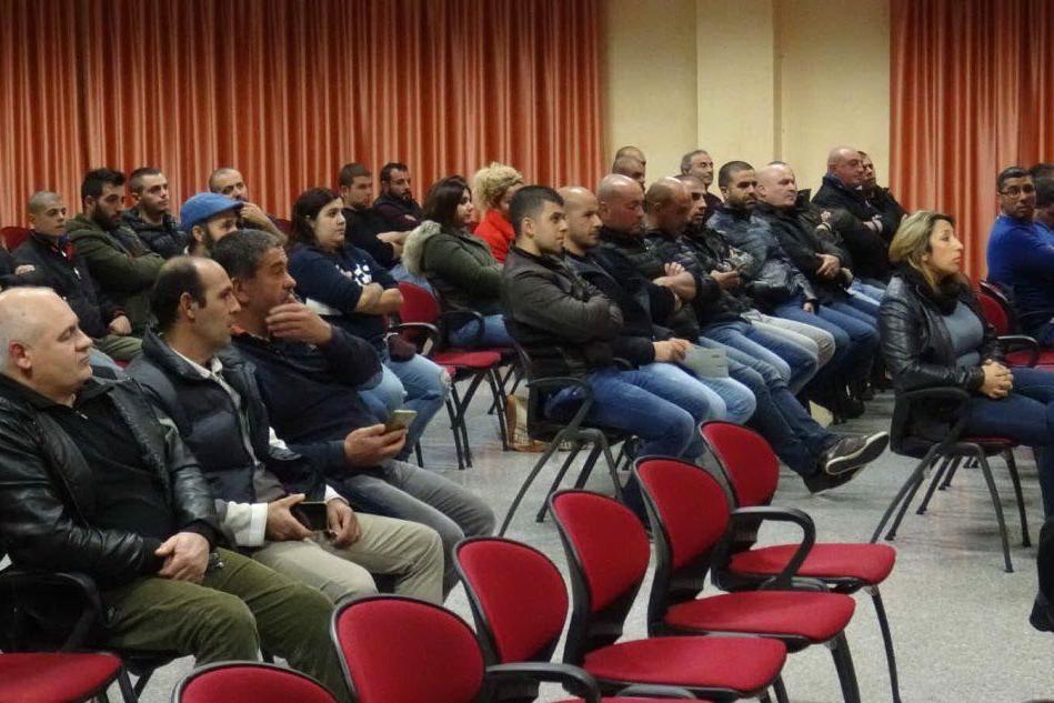 L'assemblea di Tramatza (foto L'Unione Sarda - Chergia)
