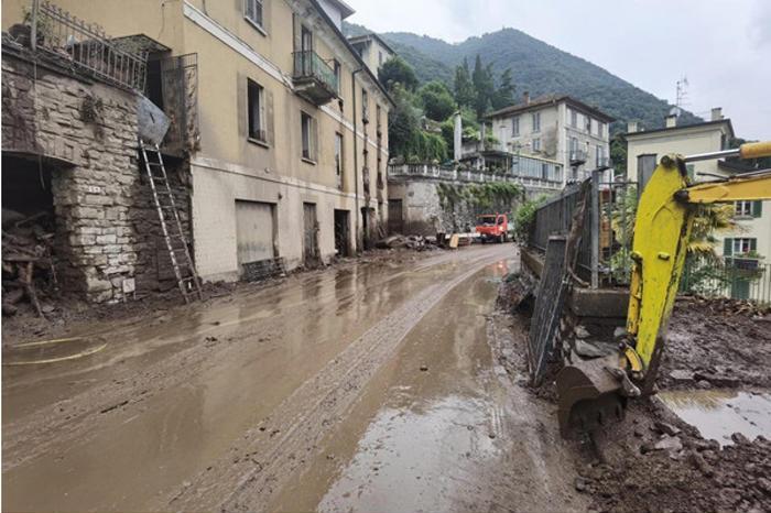 Maltempo nel nord Italia: esonda il lago di Como, chiusa la ferrovia del Brennero