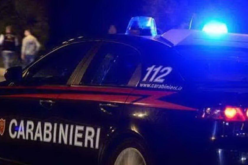 Festa tra ragazzini in casa, all'arrivo dei carabinieri tentano di nascondersi negli armadi