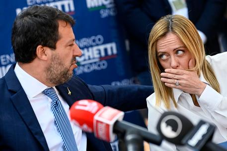 """Volano stracci nel centrodestra, per Salvini Giorgia Meloni """"rompe troppo i co***"""""""