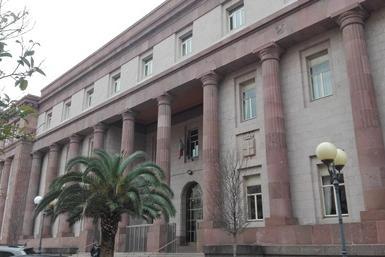 Sassari, zaino davanti al tribunale: scatta l'allarme bomba