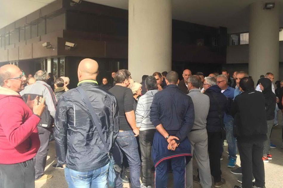 Ancora una protesta dei pescatori di Santa Gilla in via Roma VIDEO