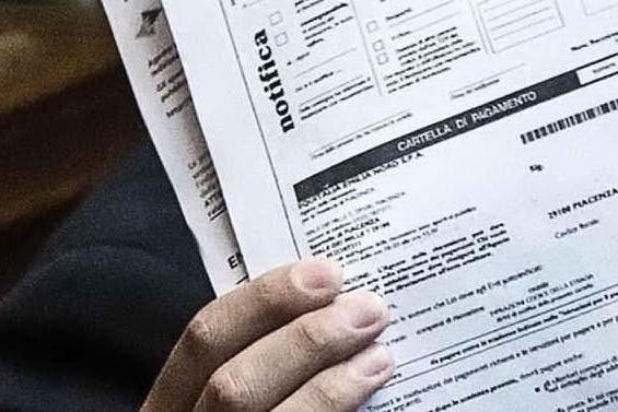 Mattarella firma il decreto: cartelle del Fisco bloccate per un altro mese
