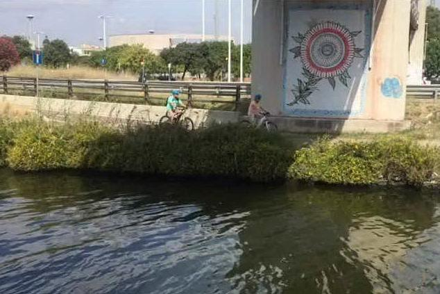 Cagliari, chioschi sul canale di Terramaini