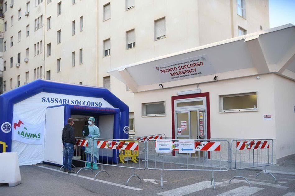 Il pre triage dell'ospedale civile di Sassari (archivio L'Unione Sarda)