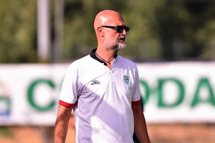 L'allenatore dell'Olbia Max Canzi (foto Olbia Calcio)