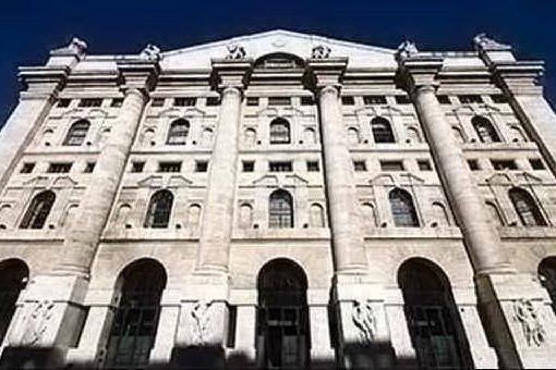 Borsa, Milano chiude in netto calo: giù le banche