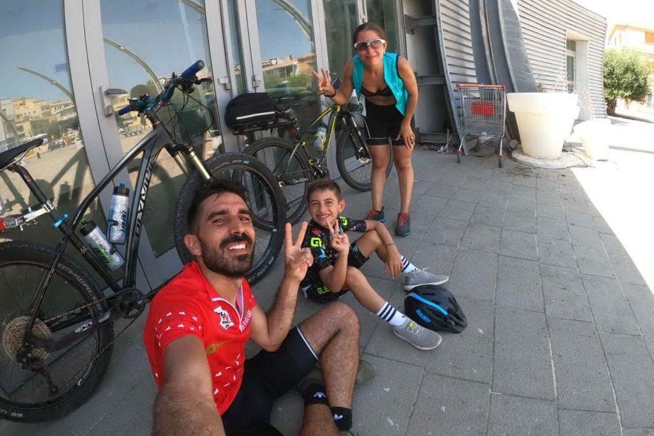 """La vacanza speciale su due ruote di una famiglia di Marrubiu: """"Promuoviamo il cicloturismo"""""""