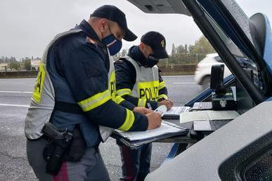 Polizia Stradale in Sardegna (foto Ansa)