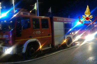 Sant'Anna Arresi, auto a fuoco nella notte
