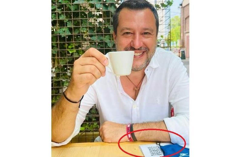 La foto postata da Salvini su Facebook