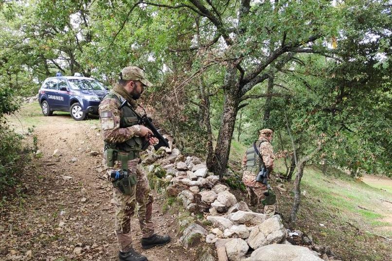 Sulle tracce di Mesina: i carabinieri passano al setaccio case e ovili del Nuorese