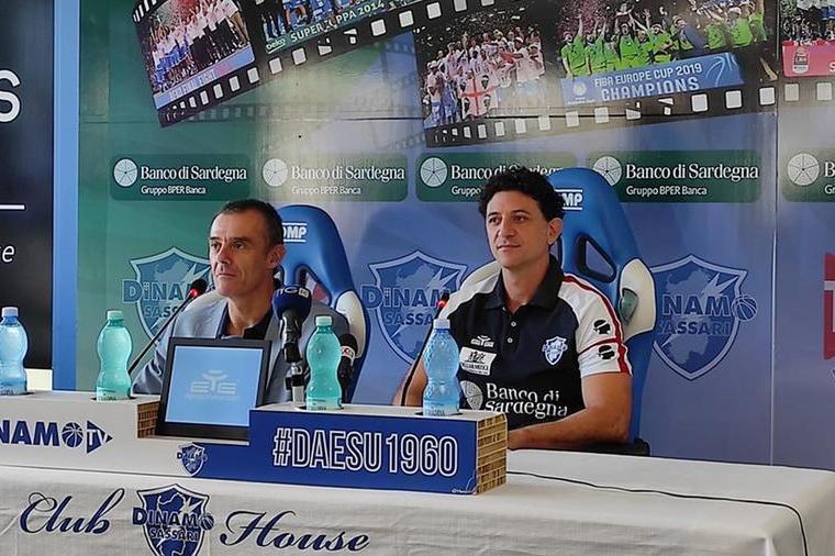 Il vice presidente Dettori e il coach Restivo (archivio L'Unione Sarda-foto G. Marras)