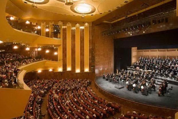 Il teatro Lirico di Cagliari (archivio L'Unione Sarda)