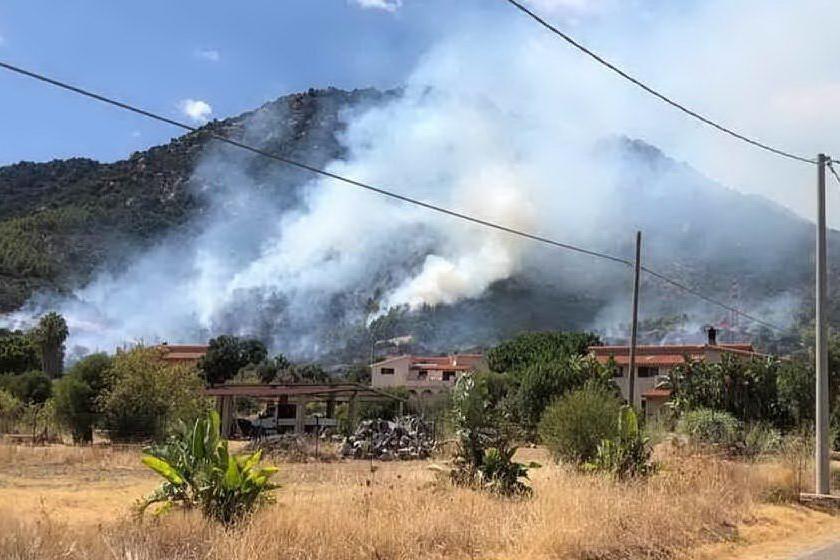Uno degli incendi di quest'estate (Archivio L'Unione Sarda)