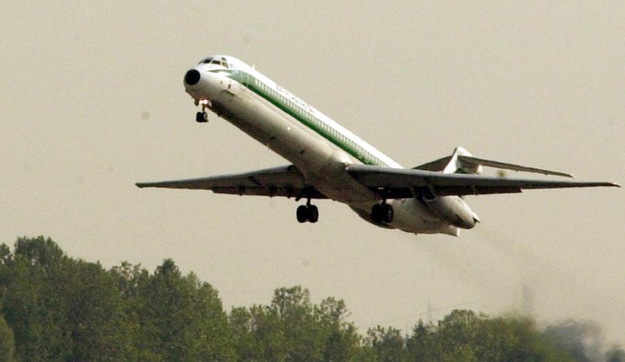 Un vecchio Md80 di Alitalia\u00A0(foto archivio L'Unione Sarda)