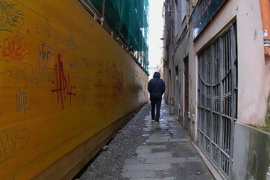 Tentano di rapire una ragazza a Sassari, fermati da un passante