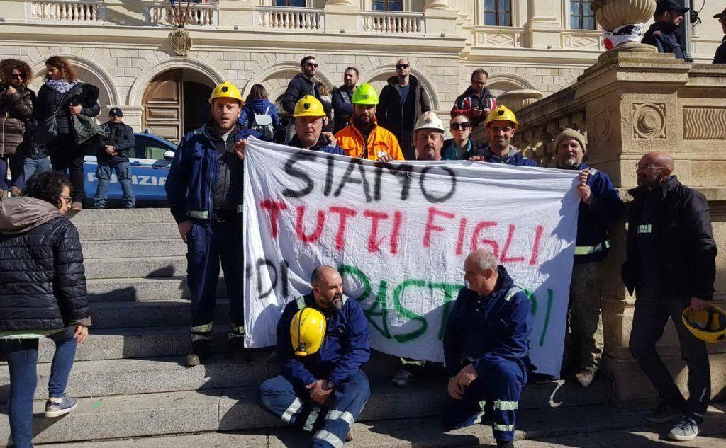 Anche i minatori di Olmedo, a Sassari, sostengono la vertenza (foto Simone Testoni)