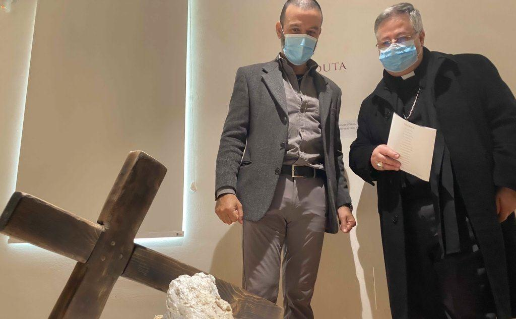 Nicola Filia con l'arcivescovo Roberto Carboni (foto Alessandra Raggio)