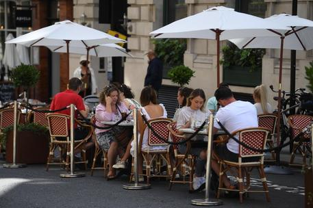 """In zona gialla slitta di un'ora il coprifuoco: """"Solo a Roma vale 3,5 milioni per i ristoranti"""""""