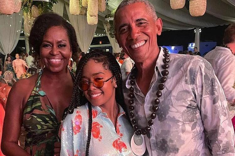 I 60 anni di Barack Obama, spuntano gli scatti rubati alla festa