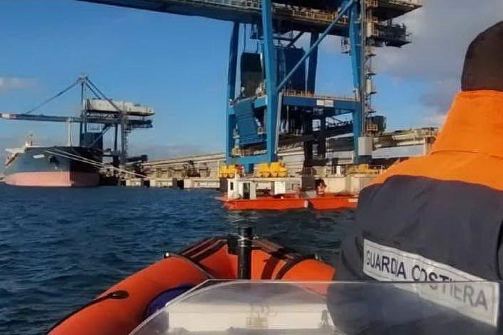 Idrocarburi in porto, bonifiche terminate: è caccia ai responsabili