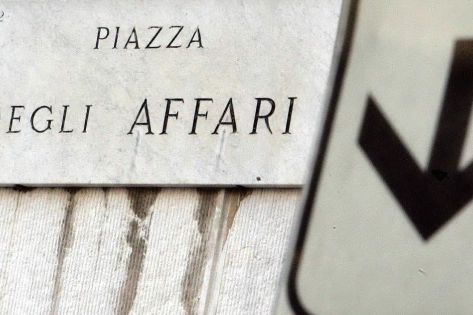 Chiusura in netto calo per Milano. Spread in rialzo: 304 punti base