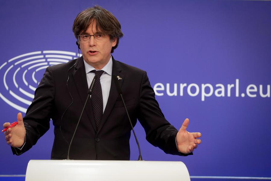 L'ex presidente catalano Carles Puigdemont arrestato all'aeroporto di Alghero