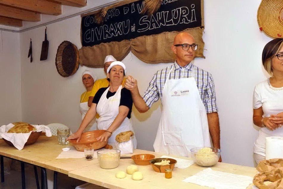 """Sanluri, al museo del pane è boom di visitatori: tutti pazzi per il """"civraxiu"""""""