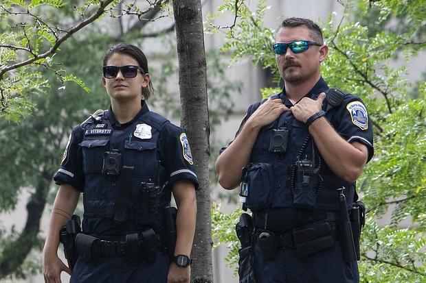 Spari a Washington, tre le vittime. La scena ripresa dalle telecamere