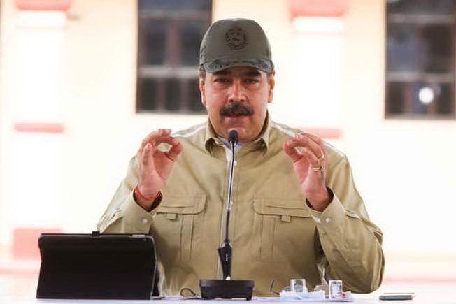 """""""Diffonde fake news sul Covid"""", Facebook blocca per un mese l'account di Maduro"""