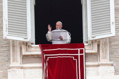 """Papa Francesco: """"Ilvalore di una persona non dipende dai soldi in banca"""""""