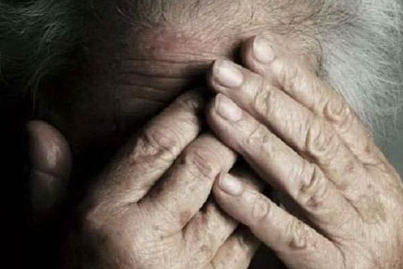 Schiaffi e gomitate dalla badante, morta un'anziana di 81 anni