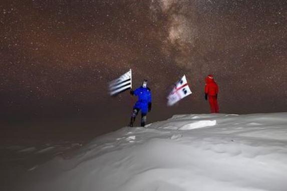 Al Polo Sud, nel posto più isolato della Terra, sventola la bandiera con i 4 Mori