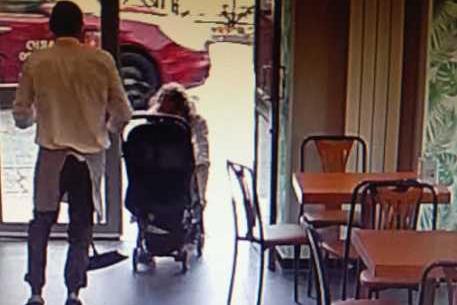 Tenta di rapire una bimba dal passeggino, arrestato