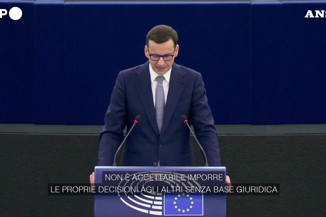 """Il premier polacco al Parlamento Ue: """"No ai ricatti"""""""