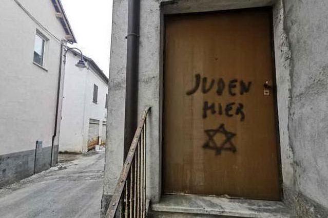 """""""Qui ci sono ebrei"""", scritta choc sulla casa del figlio di un'ex deportata"""