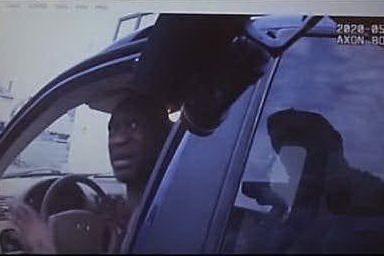 """""""Per favore, non spararmi"""": George Floyd, il video prima della morte"""