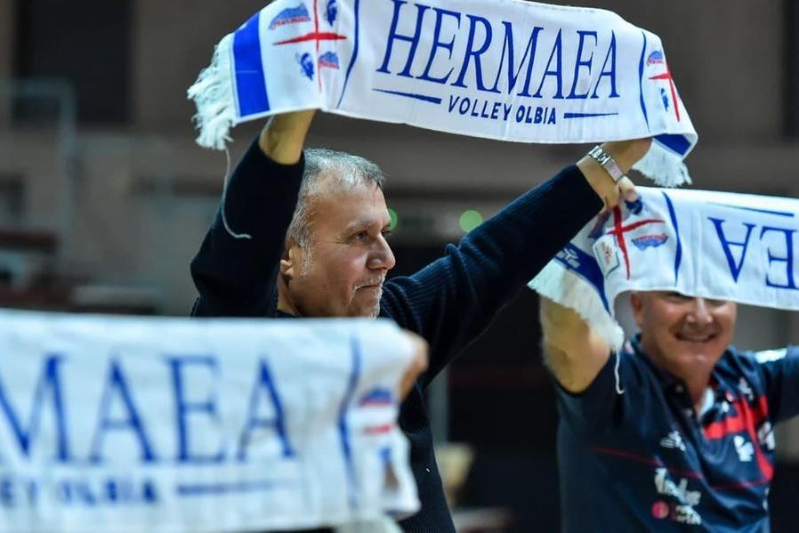 Il presidente dell'Hermaea Olbia Gianni Sarti festeggia la riammissione in A2 (foto Hermaea Olbia)