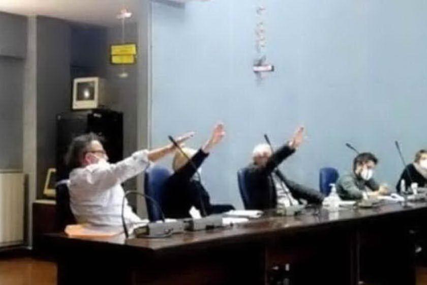 Cogoleto, indagati i consiglieri comunali del saluto romano nel Giorno della Memoria