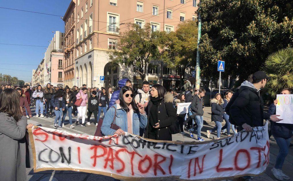 La dimostrazione nel capoluogo (foto Mauro Madeddu)